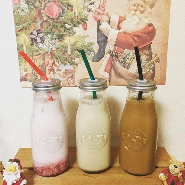 #キャンドゥ の#ミルクボトル ✨  やっと見つけた✨  見えにくいけど、牛さん模様もあるぅ  #苺牛乳 #ミルメークコーヒー #コーヒー牛乳  昔、給食でミルメーク出たよね〜 少し飲んでから粉入れないと溢れてきちゃうの(笑) 娘達の時代は紙パックの牛乳でミルメークは、 ポーションタイプ だったから 通じない話題です スーパー銭湯に行くとある瓶のコーヒー牛乳とかもやたらおいしいよね✨ フルーツ牛乳と迷ってやはりコーヒー牛乳選んじゃう  #瓶 に弱い  #瓶 #瓶好き #一目惚れ #即買い #いつもよりおいしい  Strawberry milk, coffee milk  I feel that I drink with a pretty bottle more deliciously.  #最近の100均はすごい #100均  #サンタ #飲み物