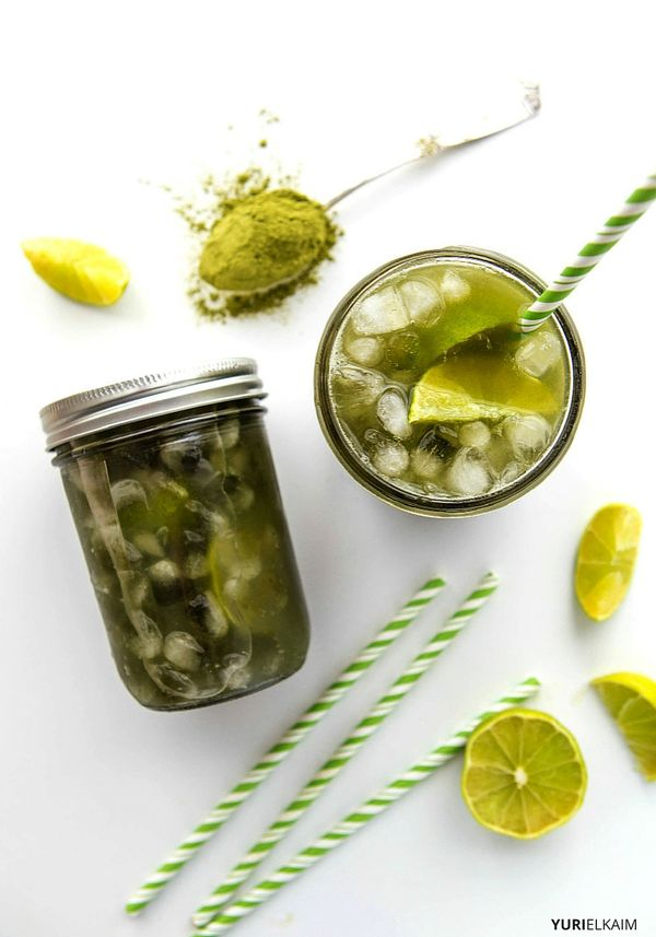 Glowing Green Switchel Recipe -- Tart and refreshing, this healthy (and simple) switchel recipe is an immune-boosting, skin-glowing, energy-giving detox drink that does it all. | Yuri Elkaim #detox #acv #switchel