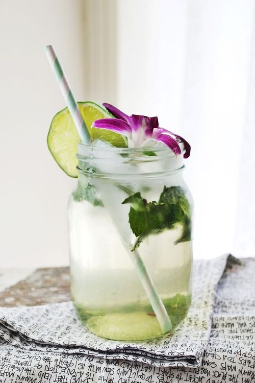 beach wedding drinks: a classic mojito, garnished with an orchid
