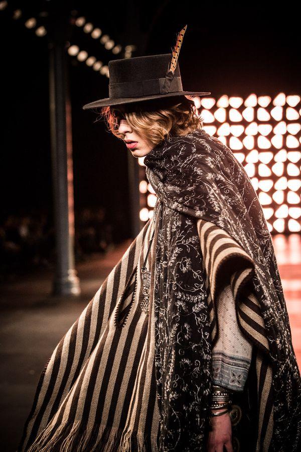 70年代ファッション、リバイバル到来!退屈なトレンドに終止符を打つ!?