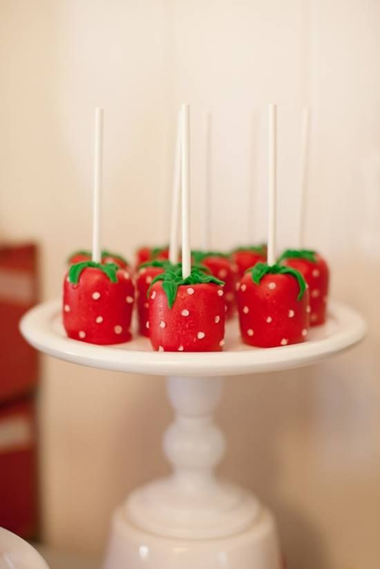 Strawberry Party: (cute presentation) Strawberry Marshmallow Pops