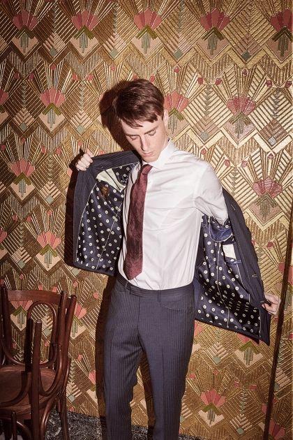 ポール・スミスのスーツで英国紳士を気取る 人気モデル~ネクタイまで