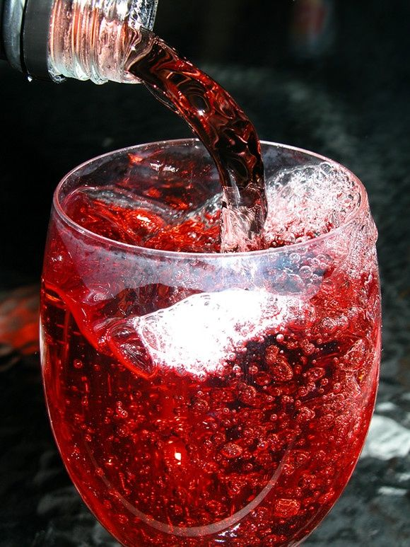 """Pink """"Not Champagne"""" ~ Sparkling apple cider.. Great non-alcoholic drink to make for kids for Thanksgiving! #recipe , #diy"""