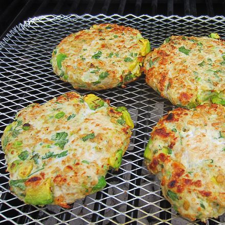 Grilled Avocado Chicken Burger 1 pound ground chicken breast 1 ripe avacado 2/3 cup bread crumb substitute (nutthins) 1/2 cup chopped fresh cilantro 1 chopped garlic clove squeeze of lime