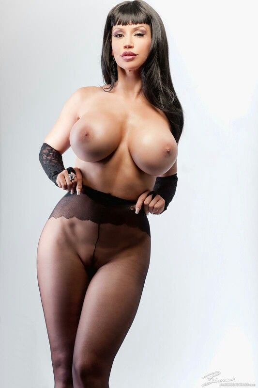 sexiga-kvinnor-i-naked-fight-all-femalpornstar-nude-photo
