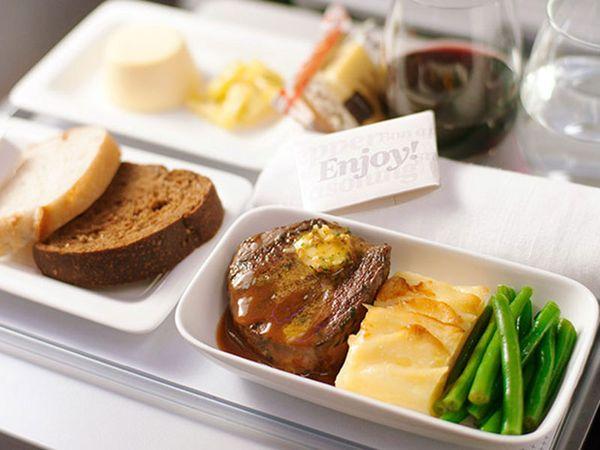 世界の機内食人気ランキング大公開!エコノミーでもおいしい空の旅!