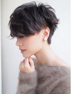 ナヌーク 渋谷店(nanuk)|ヘアスタイル:黒髪で『エッジ感』のあるクセ毛風ツーブロックショート◇◇|ホットペッパービューティー