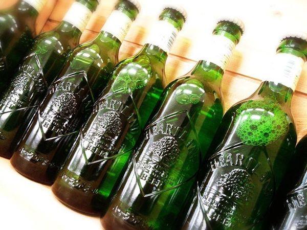 キリン 『ハートランドビール』330ml  麦芽100%、アロマホップ100%の副原料を一切使用せず、 温和で、苦味のおだやかな、すっきりとした味わいとなっております。  エメラルドグリーンのボトルが何ともお洒落♪  是非お試しくださいねd(⌒ー⌒)!
