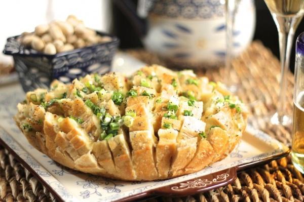 Bloomin' Onion Bread - temp-tations by Tara