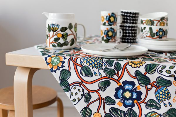Marimekko's Tiara fabric and tableware. From the blog Vihreä talo.