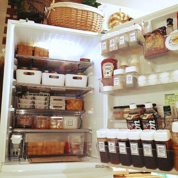 hina-hinaさんの、セリア♡プッシュポット,セリア♡ドレッシングボトル,IKEA,調味料ラベル,味噌ケース,DAISO粘土ケース,TOSHIBA冷蔵庫,セリア,水杉バスケット,白が好き❤,冷蔵庫収納見直し,冷蔵庫収納,コンテスト参加❤️,冷蔵庫,キッチン,のお部屋写真