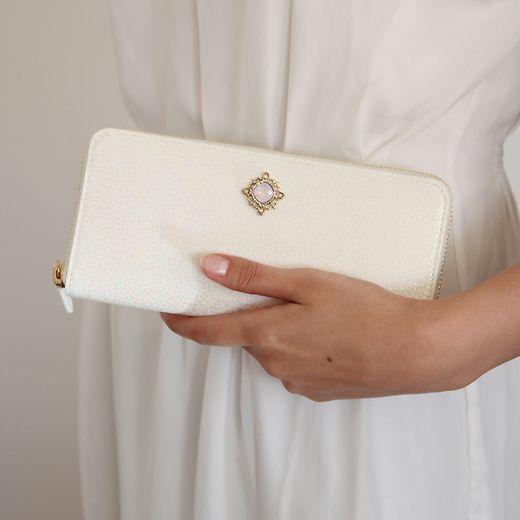 【プレゼント必見】ヨンドシーの財布は上品でかわいい女性に持ってほしい!