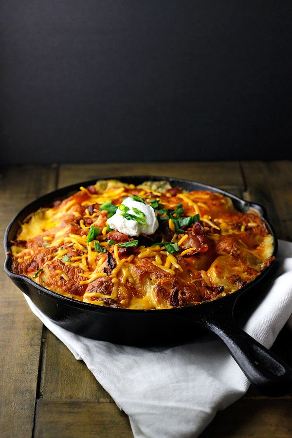 Loaded Skillet Potato au Gratin via sewletscook.com This looks SO good!
