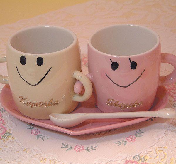 結婚祝いに最適!結婚記念に最適!。名入り、名入れ、なかよしペアマグカップセット(ソーサー、スプーン付)、文字金色着色。送料無料(沖縄と離島を除く)結婚記念、結婚祝いギフト、結婚祝いプレゼント。母の日ギフト、父の日ギフト、敬老の日ギフト【RCP】