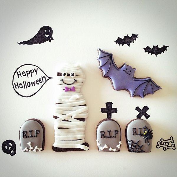 Instagram media by fiocco_cookies - 『Mummy man』#icingcookie#sugarcookie #icingcookies#sugarcookies #fall#autumn#halloween #mummy#cemetary #アイシングクッキー #秋#ハロウィン#ミイラ男