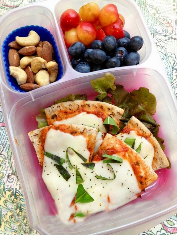 Pita Pizza Bento: Who doesn't love pizza? This easy pita recipe is suitable for everyone, from toddler to adult.