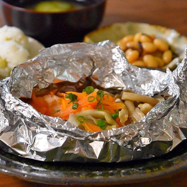 アルミホイルとフライパンで簡単おかず!鮭のホイル焼きのつくり方  |  あさこ食堂