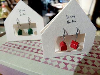 センスあるハウス型ピアス台紙