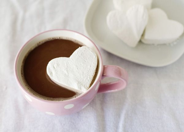 Vanilla Bean Marshmallow Recipe.  I was thinking that instead of a champagne toast, a hot chocolate with heart shaped marshmallows toast would be lovely.  ^_^  Especially if your having an outdoor fall wedding and your coming in from the cool evening air. Sweet, intimate & romantic. <3