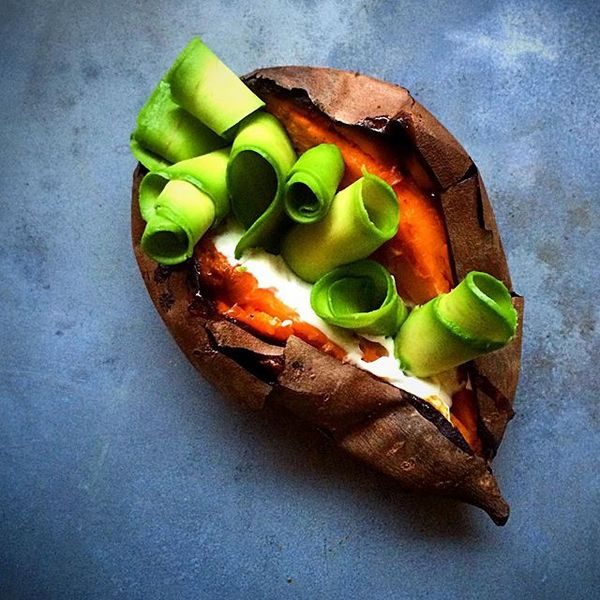 Oven Roasted Sweet Potato with Whipped Feta and Shaved Avocado #throwbackthursday  #winter #comfort #food #fooddeco #buzzfeast #beautifulcuisines #shavedavocado オーブンで焼いたサツマイモに、ホイップしたフェタチーズと薄くスライスしたアボカドをのせました。