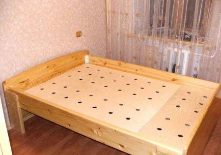 Как своими руками сделать двуспальную кровать и какие материалы нужны для этого
