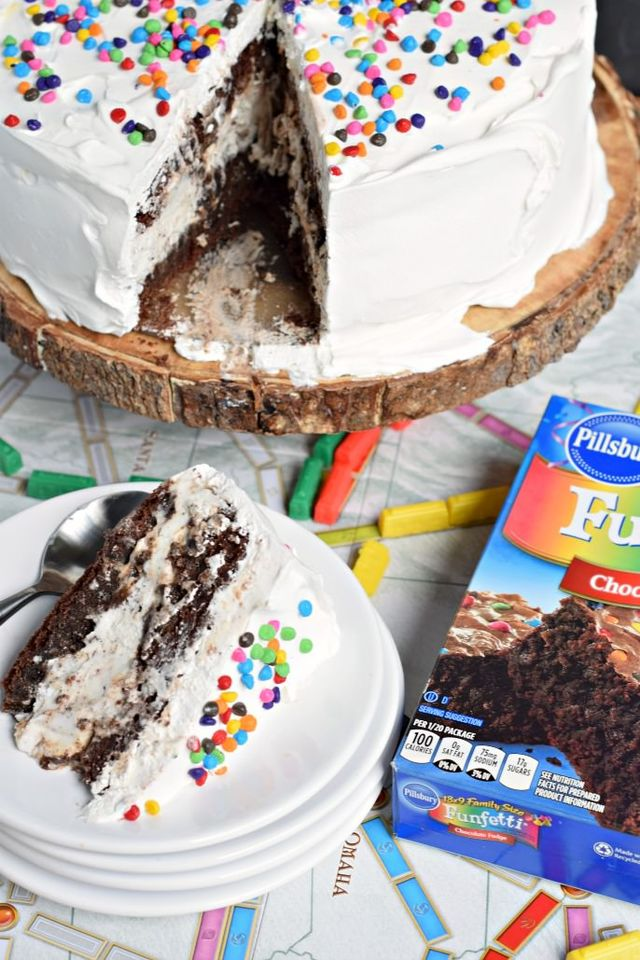Cookies and Cream Brownie Ice Cream Cake - Cookies and Cream Brownie Ice Cream Cake: the perfect dessert recipe!
