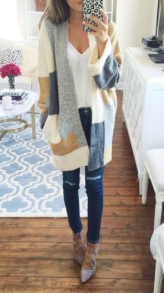 Beige Color Block Print Pockets Fashion Cardigan Sweater - Stylish yet comfy, this beige cardigan sweater is perfect for this season. The most eye-catching is its unique color block design. In these chilly mornings and nights, slip into this wonderful piece!