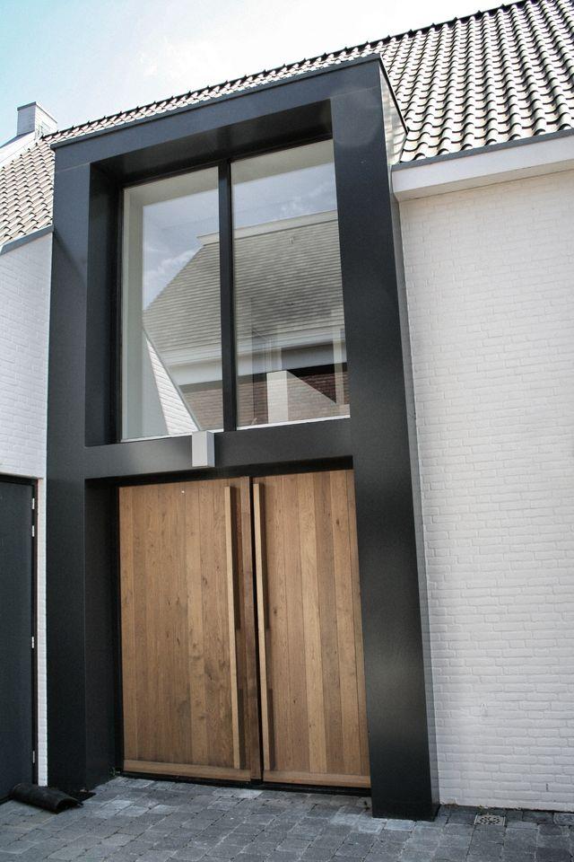 Meer dan 1000 idee n over houten voordeuren op pinterest toegangsdeuren voordeuren en huis - Modern huis exterieur entree ...