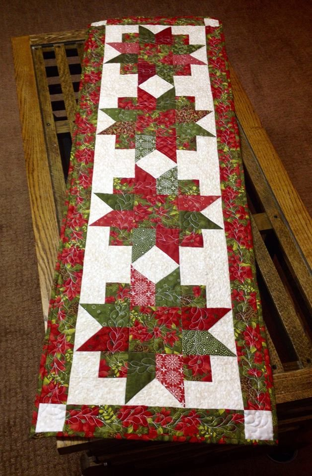 Free Pattern Christmas Quilt Table Runner : Quilts - Christmas on Pinterest Christmas Table Runners, Table Runners and Table Toppers