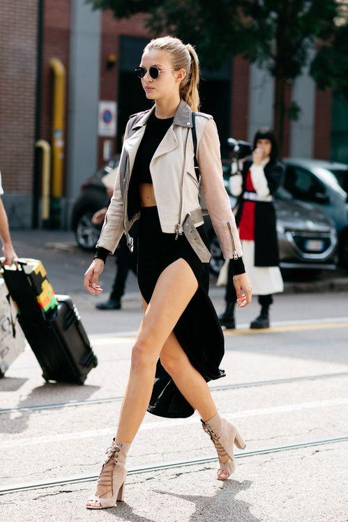 Street style: les looks des tops off duty à la Fashion Week de New York - faldas sin saber cómo vuelan. #streetstyle #fashionweek More More