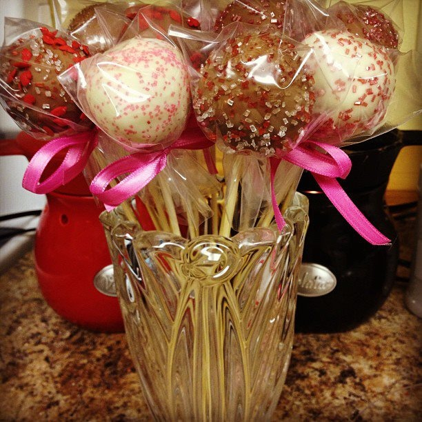 valentine day cake pops delivery