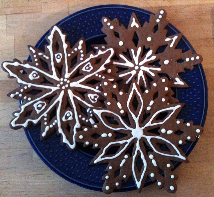 Gingerbread cookies with royal icing | Cookie designs | Pinterest