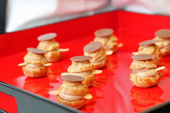 ... Paws; praline coffee mousseline-filled cream puffs. I wants them