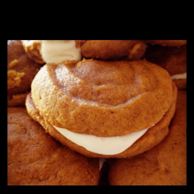 Pumpkin Whoopie Pies with Maple Cream Cheese Filling | Recipe