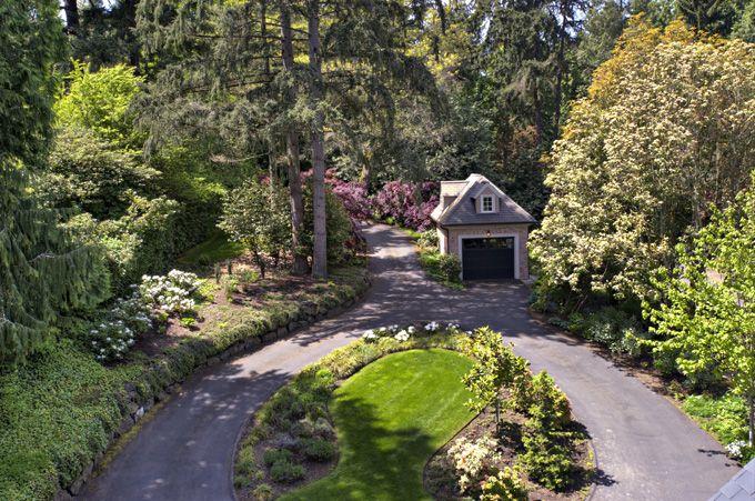 Circular driveway landscaping photos google search for Circular driveway landscaping pictures