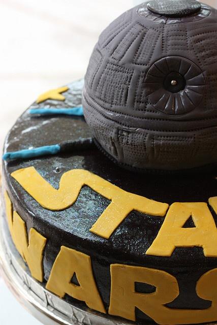 Star wars cake. Looks kewl.