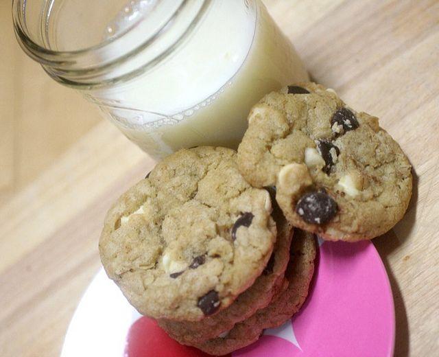 ... Chocolate Chip Cookies (with oats, cinnamon, sea salt, white and dark