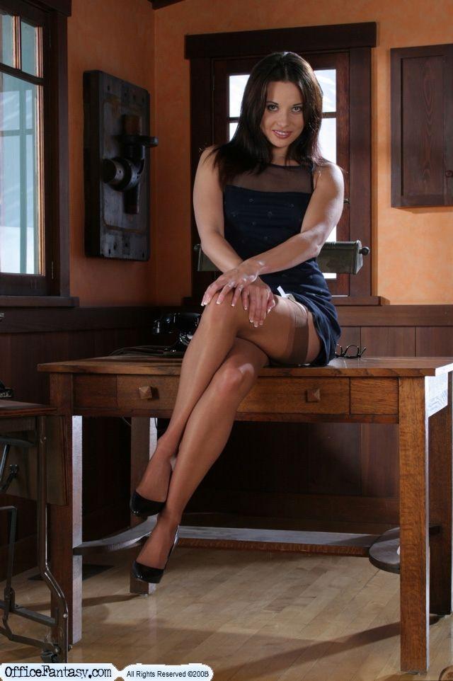 Julie Banderas 03:07:15 CHEST LEG