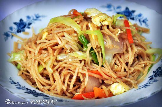 Stir Fried Vegetable Hakka Noodles with Egg | Indian Food ...