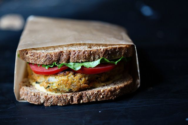zucchini quinoa veggie burgers, along with general guidelines to making your own veggie burgers.