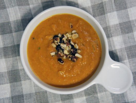 Sweet n' Spicy Pumpkin Soup | Halloween decorations for home | Pinter ...