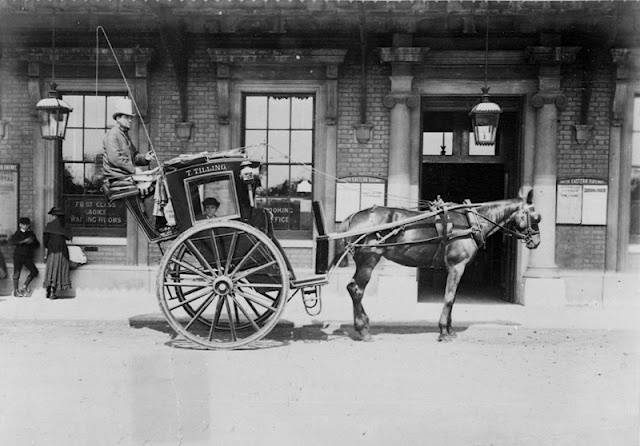 typical London Hansom cab. I don't know why but I love Hansome cabs ...