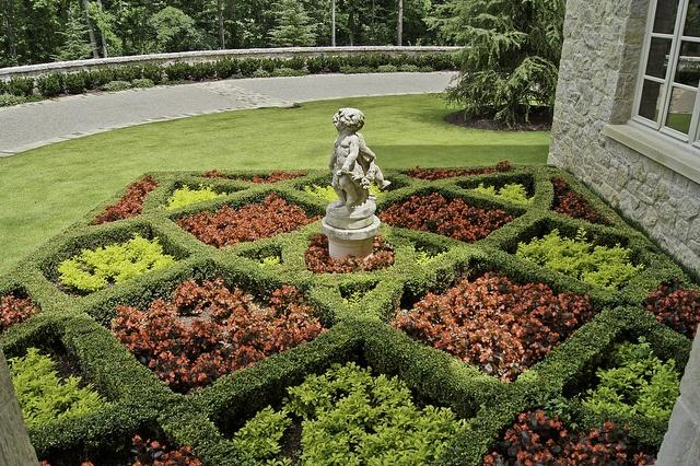 Boxwood parterre garden craft ideas pinterest for Garden parterre designs