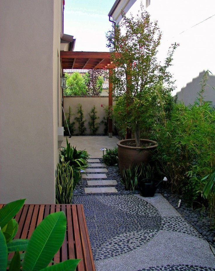 modern contemporary style side yard with travertine and