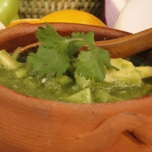 Salsa verde cruda con aguacate | Mexican Food | Pinterest