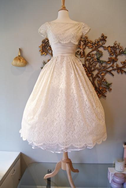 24 brave wedding dress stores in portland oregon for Portland wedding dress shops
