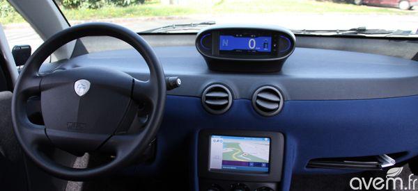 Int rieur de la bluecar bluecar autolib 39 pinterest for Interieur auto schoonmaken