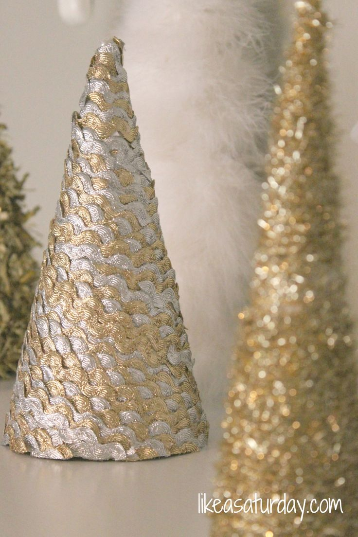 DIY Christmas tree cones - less than $5 for a whole set of trees!