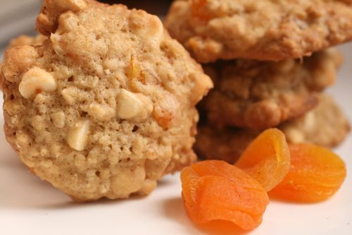Oatmeal, apricot & white chocolate cookies - not sure about the 1 cup ...