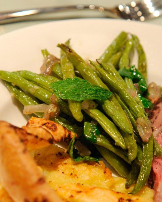 Quick-Roasted Green Beans and Shallots with Garlic and Ginger Juice ...